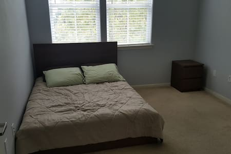 Spare bedroom in 2 bedroom condo - San Jose