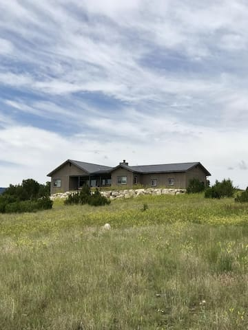 Juniper House - Brand New Build with Amazing Mountain Views