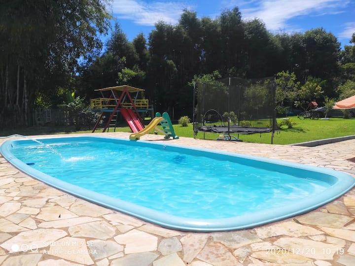 Chácara em Ibiúna com piscina e lago