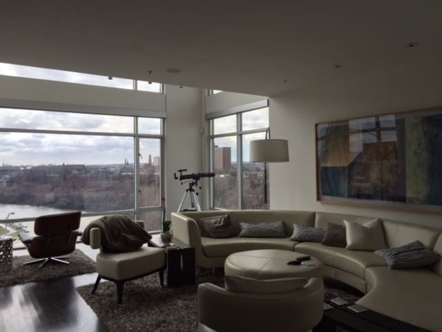 Posh, large condo in downtown Cle - Steps from RNC - Cleveland - Appartement