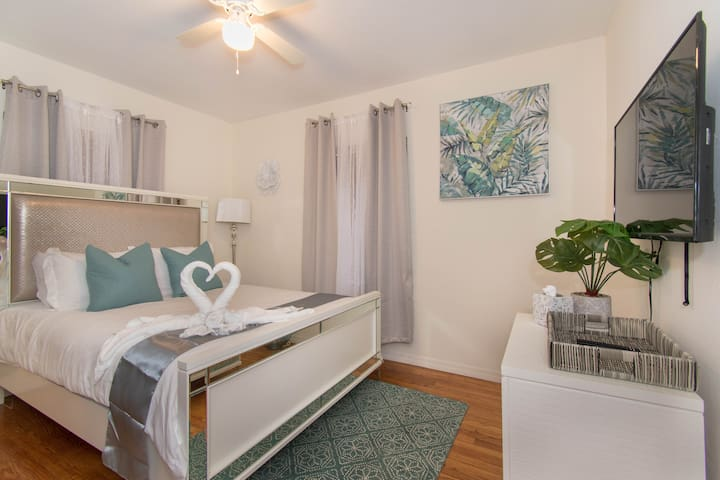 Adorable Family Home-10 minute drive to Beach