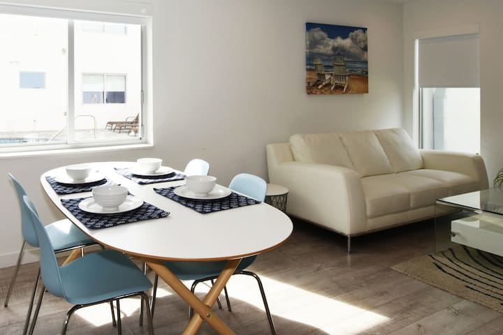 (2412/5)Spacious Apt for Groups! By Beach & Dining