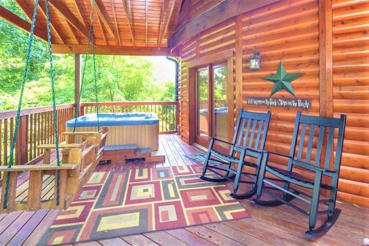 Yurt Cabin - PETS OK, HOTTUB, WIFI & Grill & Deck