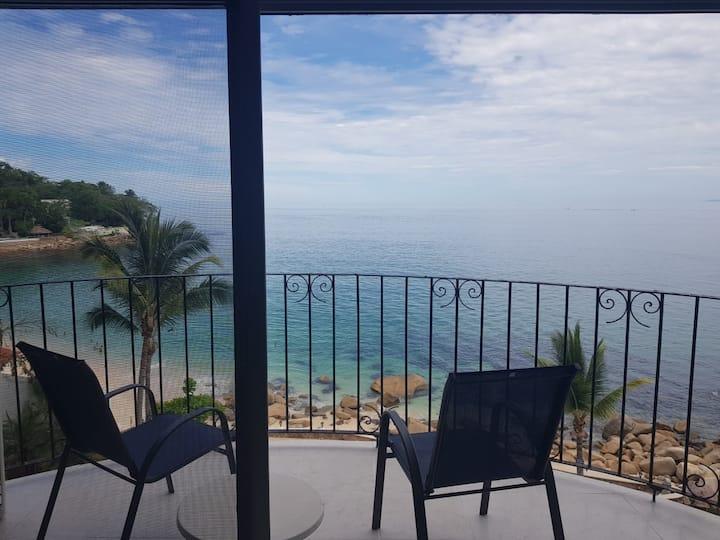Condominio en playa con alberca, restaurante y gym