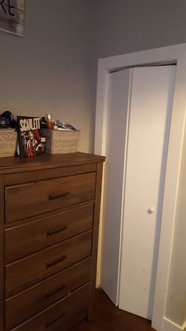 Bedroom Dresser&Closet