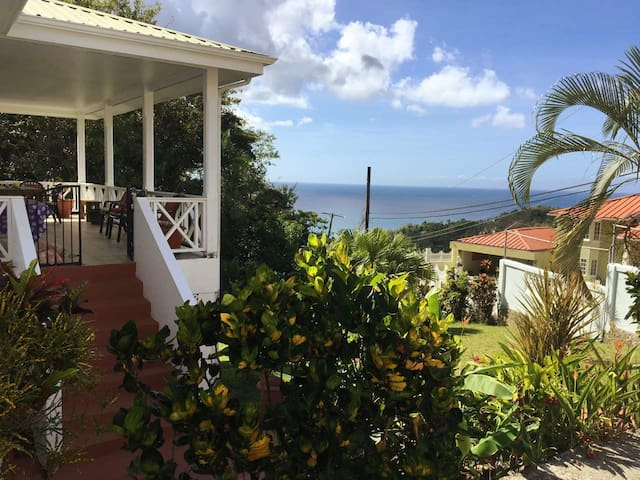 ★Noberta's Place★Balcony & Stunning View, Sleeps 8