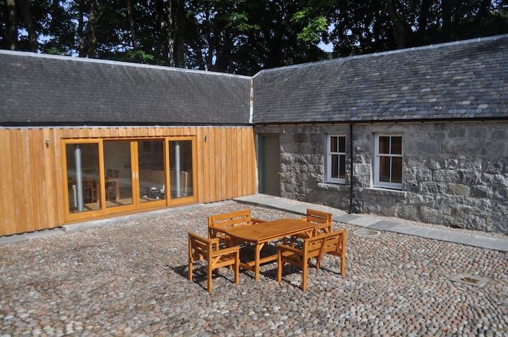 The Old Stables, Alltshellach Cottages