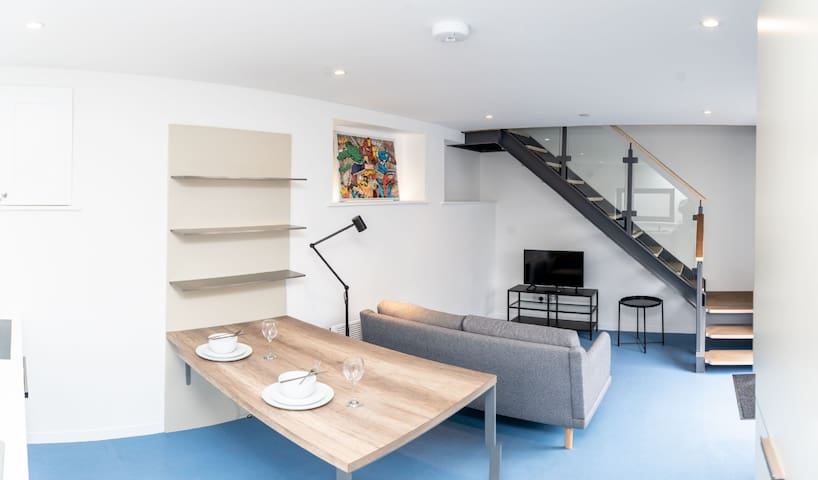 Brand new, open-plan coach house with parking in Heath - A short walk to the University Hospital of Wales