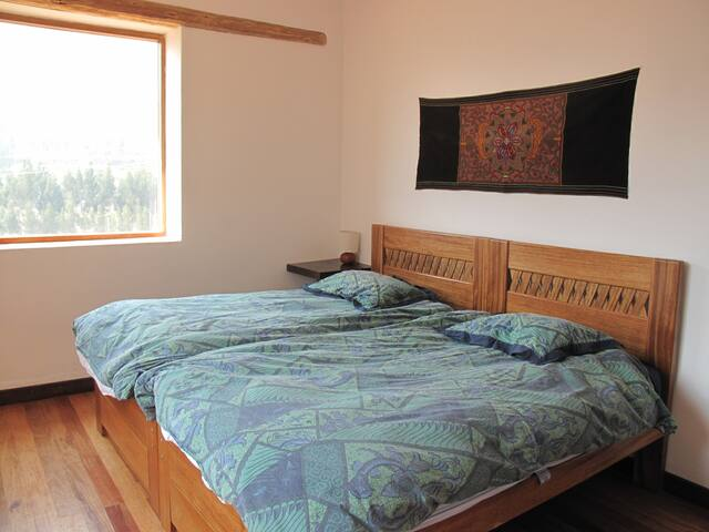 bedroom has two single beds that can be separated or joined