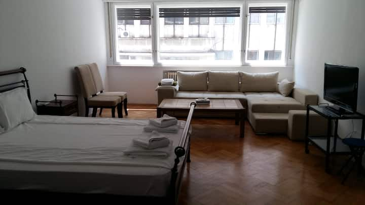Studio 24,Victoriei Avenue