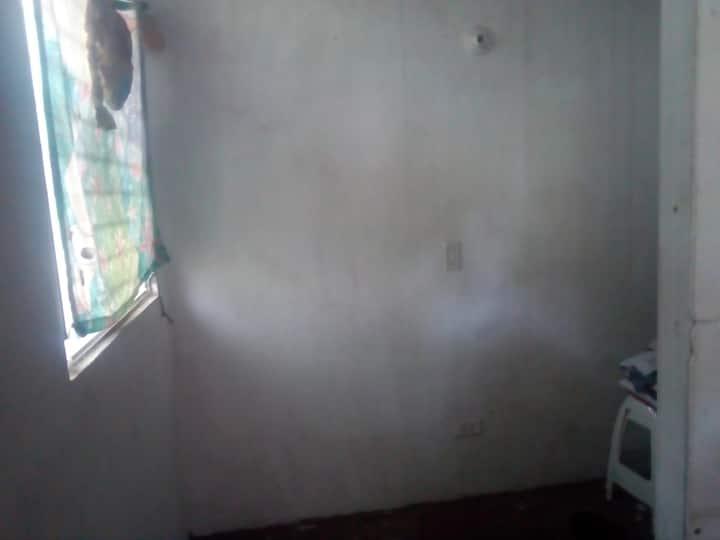 Alquilo cuarto incluye uso de muebles de casa.