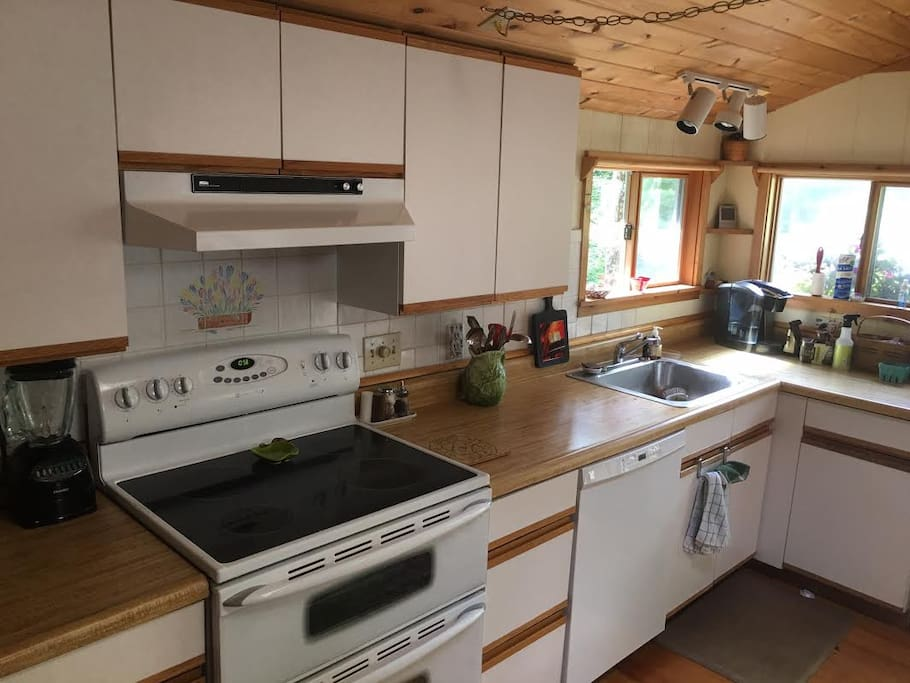 Fully equipped kitchen, a cook's delight