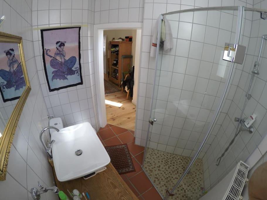 Das Bad, klein aber fein.