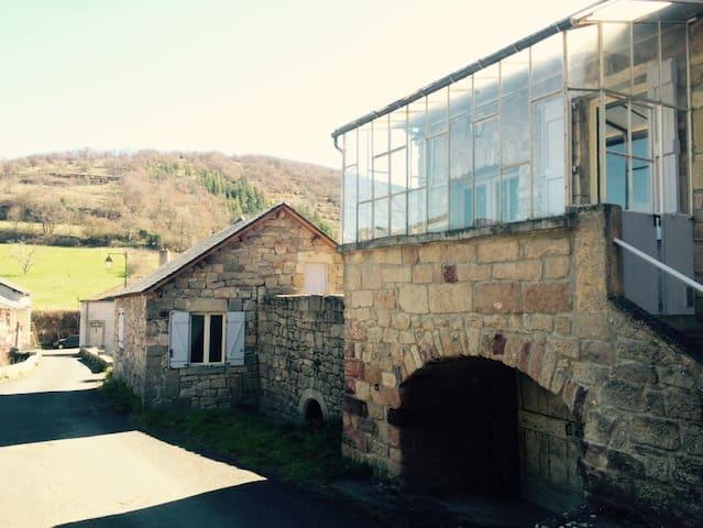 Maison de vacances en pierre - Saint-Beauzély - Haus