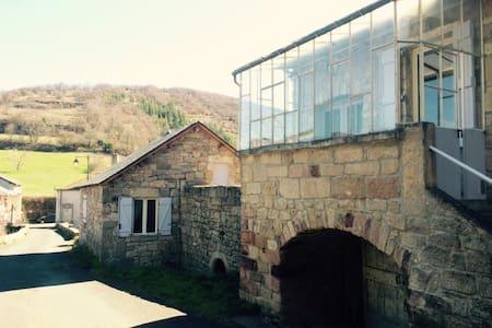 Maison de vacances en pierre - Saint-Beauzély