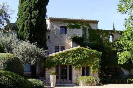 7 bd, modern amenities, gardens - Maussane-les-Alpilles