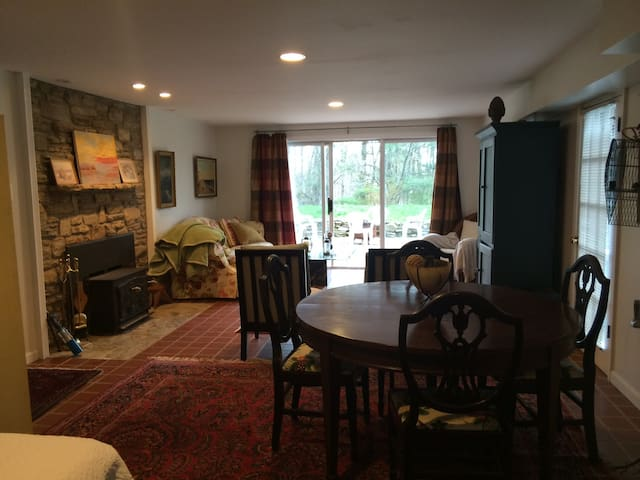 Private Suite on Historic Farm - Ellicott City