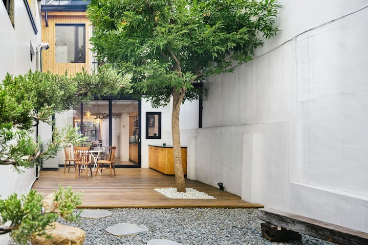 "Tainan ""Tree House"" single-family home."