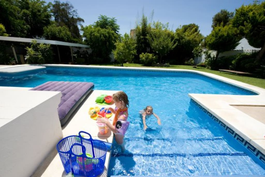 Flat pool in puerto banus hen parties welcome - Hen party houses with swimming pool ...