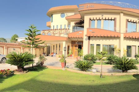 Royal emirates residence