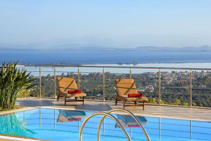 Luxury villa with pool & amazing view
