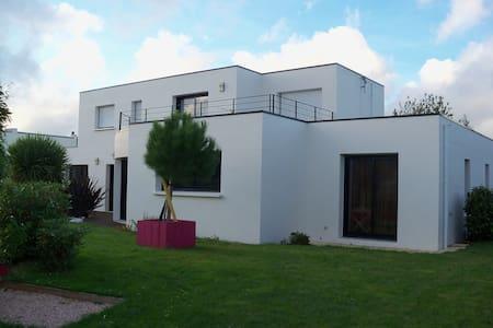 Etage dans villa contemporaine - Hennebont - Ev