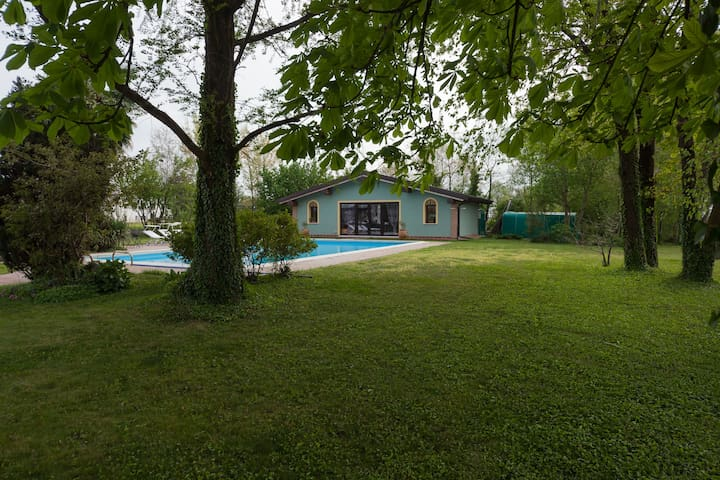 Chalet  nel parco con uso piscina - Curtatone - Chalet