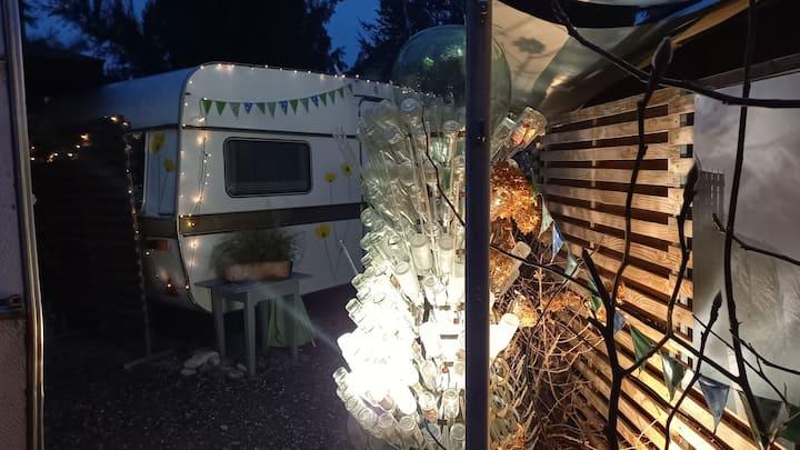 Glamping XL Familienwohnwagen Eriba  3 Betten