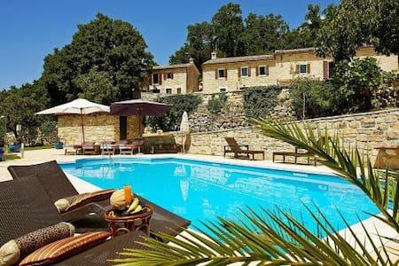 Fantastic villa with panoramic view - Lupoglav - Vila