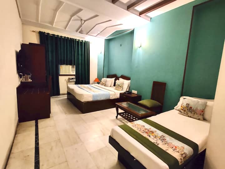 Private Room For 3 Person in Karol Bagh