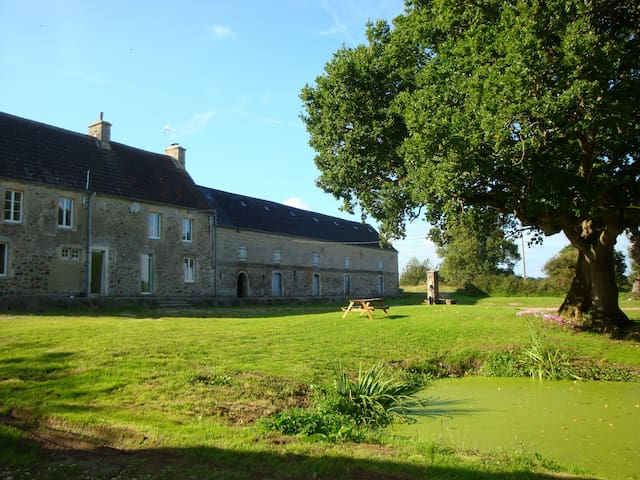 Beautiful Normandy Farmhouse (for2) - Négreville - 家庭式旅館