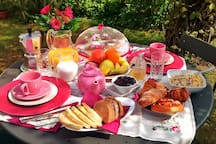 Breakfast in the garden
