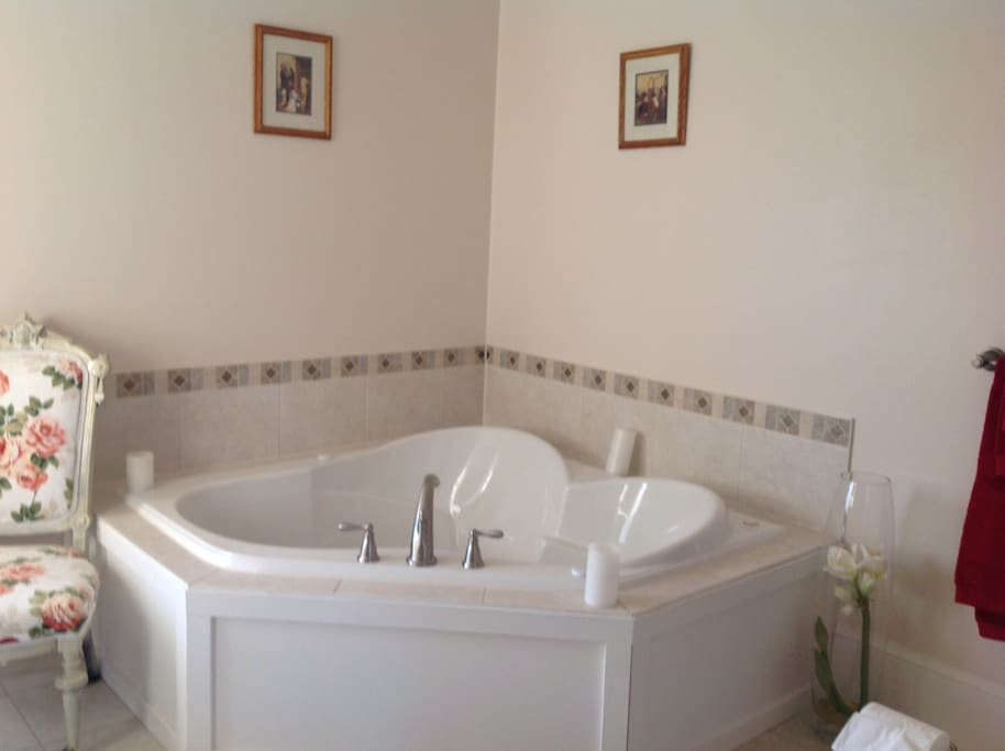 Relax in the inviting 2 person jacuzzi or large shower.