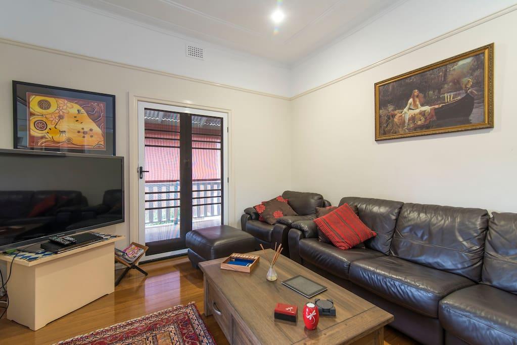 Lounge Room (River Views)