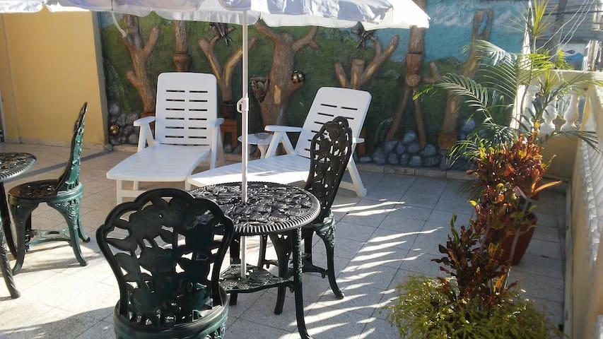 """Apartamento-Hostal """"Dos Gardenias"""""""