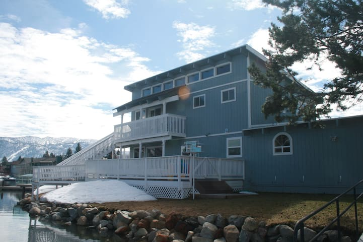 Scotty & Sher's Lake House On the Water - South Lake Tahoe - Holiday home