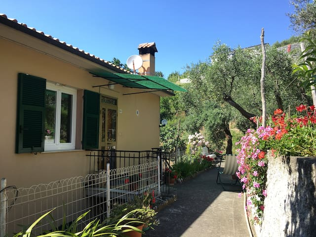 Big and nice house in Moneglia, in the green