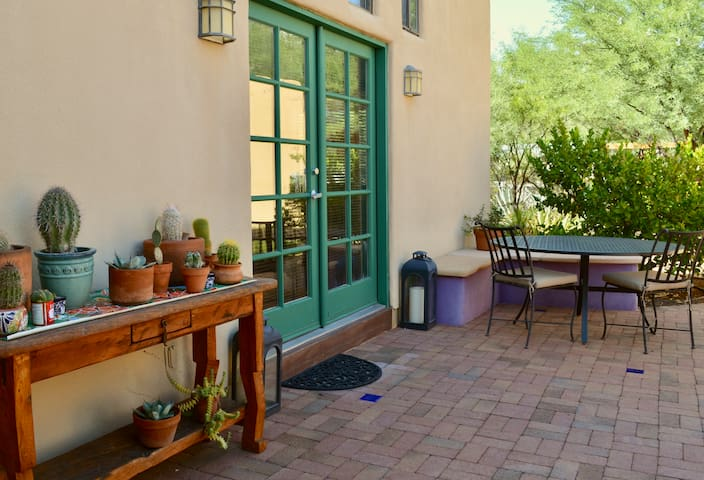 Desert Garden Guesthouse near University of AZ