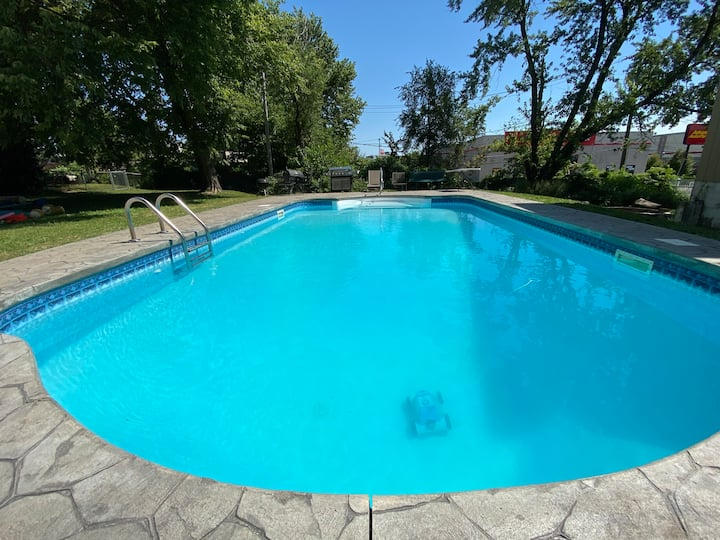 Midtown Home - Pool Open until Oct 11th!
