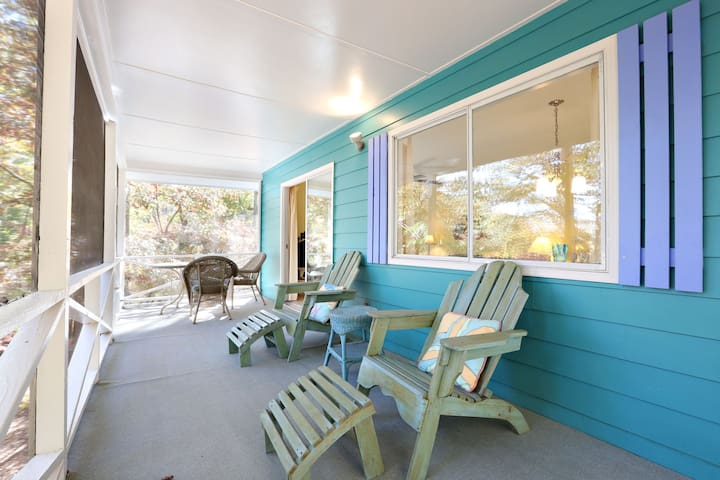 Trinidad at Cozy Colorful Cottage - Hayesville - Huis