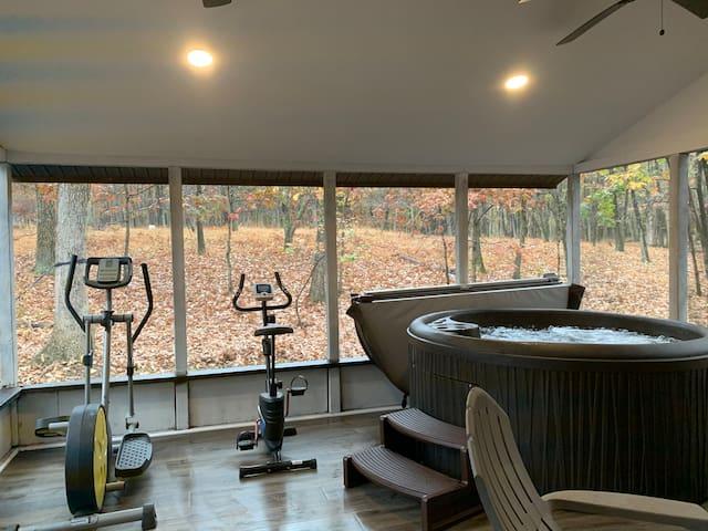 Pocono Getaway hot tub sauna firepit gameroom