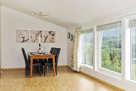 Nice home near lake and with mountain view - Bergen - Ev