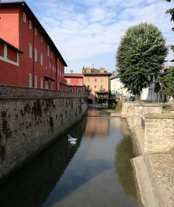 Vicino a Torino, strategico per visita Piemonte.