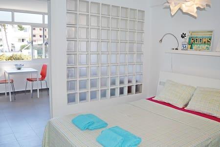 Modern studio with great location in the center! - Torremolinos