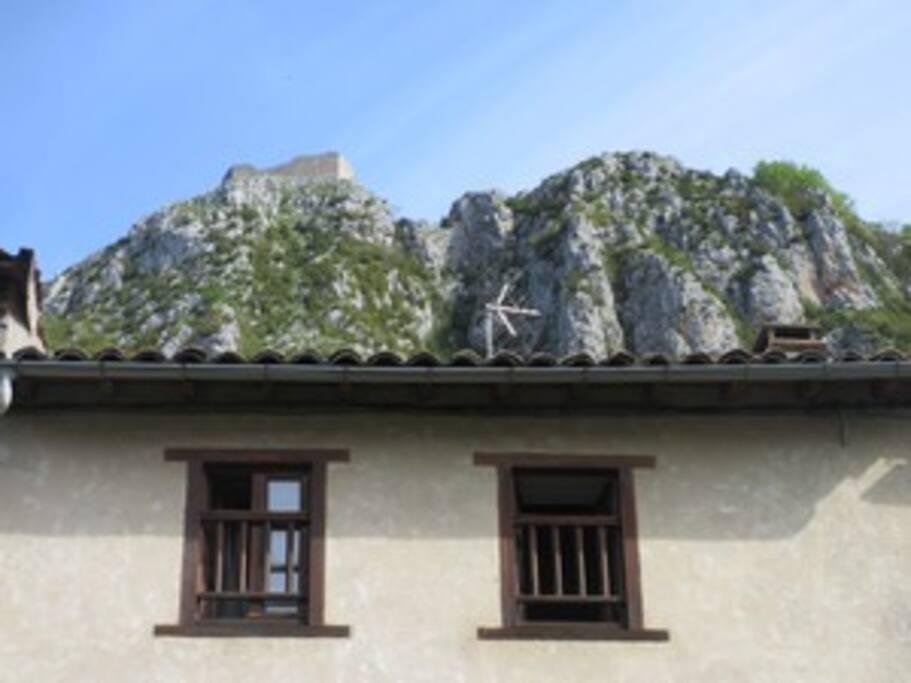Du jardin la vue sur le château