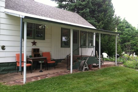 The Writer's Cottage - Bayfield - Rumah