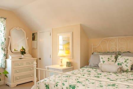 Garden Butterfly Room - Oakland - Bed & Breakfast