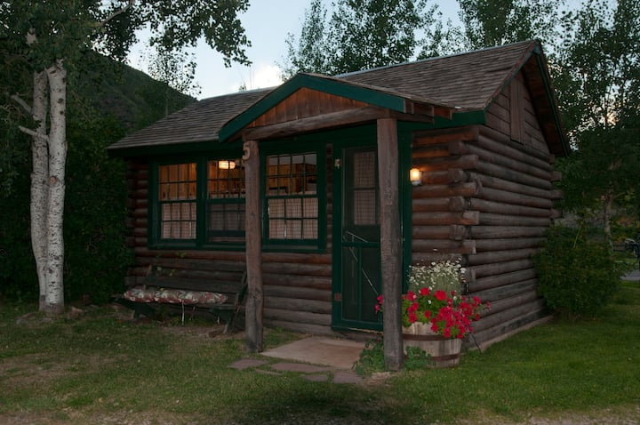 ❤️ of the Roaring Fork | Travelers' Classic Cabin