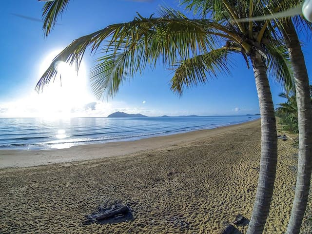 Just an easy 30min drive to world-famous Mission Beach and Dunk Island via water taxi.