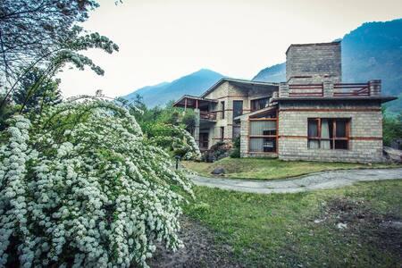 Beautiful River View Cottage - Manali - Rumah